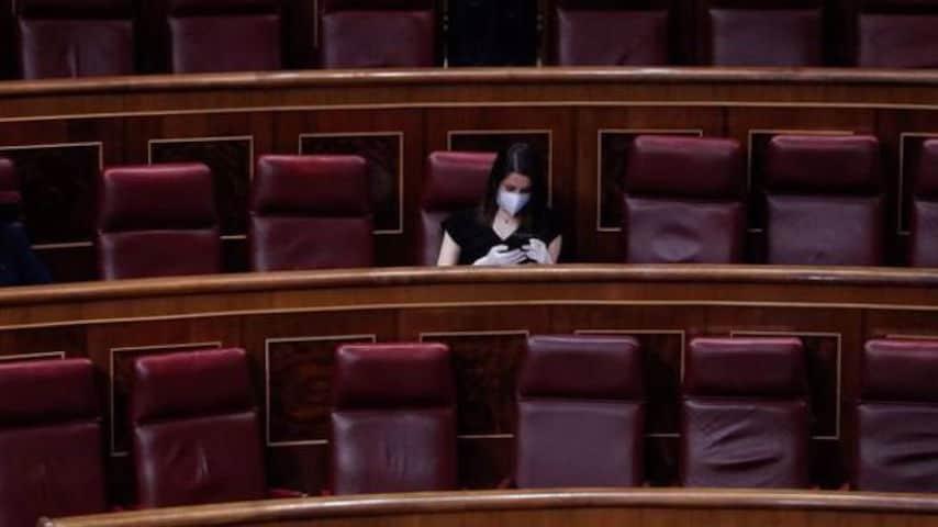 ines arrimadas sola ante en el parlamento