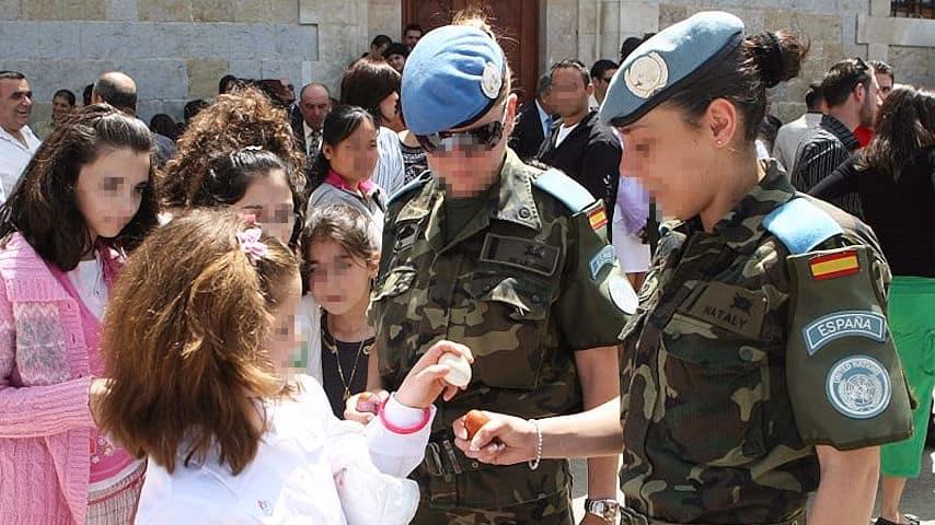 Mujer Militar niña
